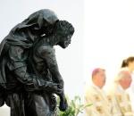 Seit Mai 2012 schmückt eine Pietá des Düsseldorfer Künstlers Bert Gerresheim die Mönchengladbacher Pfarrkirche St. Marien.